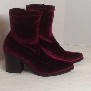 Shoes - Velvet pull on boot